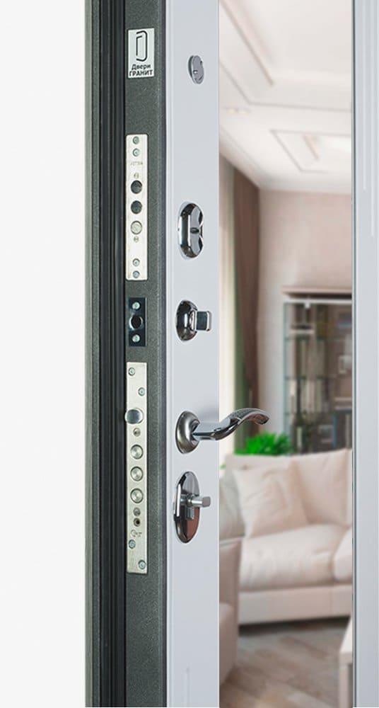 Дверь Гранит С7 комфорт с зеркалом открыта вид внутри