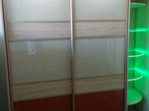 Шкаф-купе Санрайс, оснащенный подсветкой. Это не только удобный, стильный элемент интерьера, но и прекрасная возможность увеличить пространство в доме, квартире.